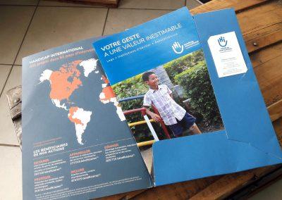 Fourre et brochure Legs pour Handicap International